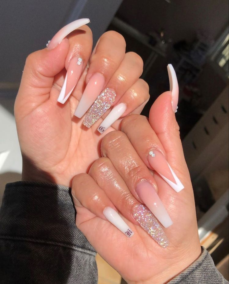 Pin By Trinity Sledge On Sets In 2020 Bling Acrylic Nails White Acrylic Nails Long Acrylic Nails Coffin