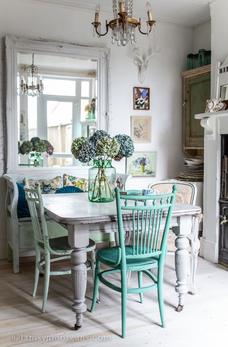 Antique dining table with painted chairs  #PaintedTable #GreenAndWhite Decor #VintageHome