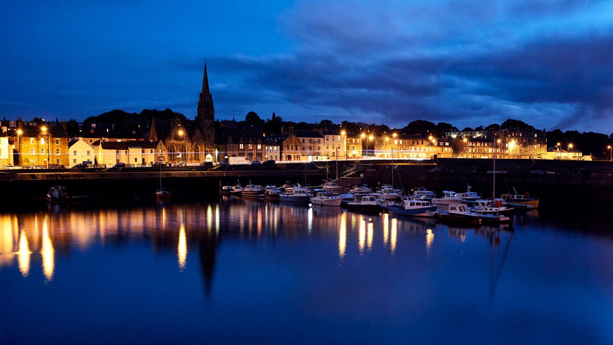 Newhaven harbour, Edinburgh #longexposure #photography #newhavenharbour #edinburgh #edinburghphotographer #dimitriosphotography #harbour #scotland #sunset #sea #bluehour #ig_scotland #edinphoto #igersscotland © 2016 Dimitrios Lachanis