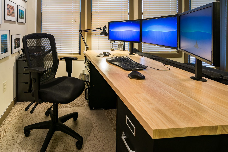 http://ift.tt/2sBn3Yw Built Desk and Triple Monitor CAD ...