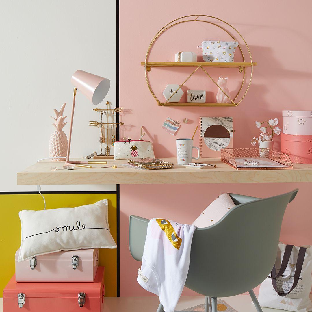 Comment Habiller Un Mur Interieur on craque pour les accessoires de bureau scandinaves roses