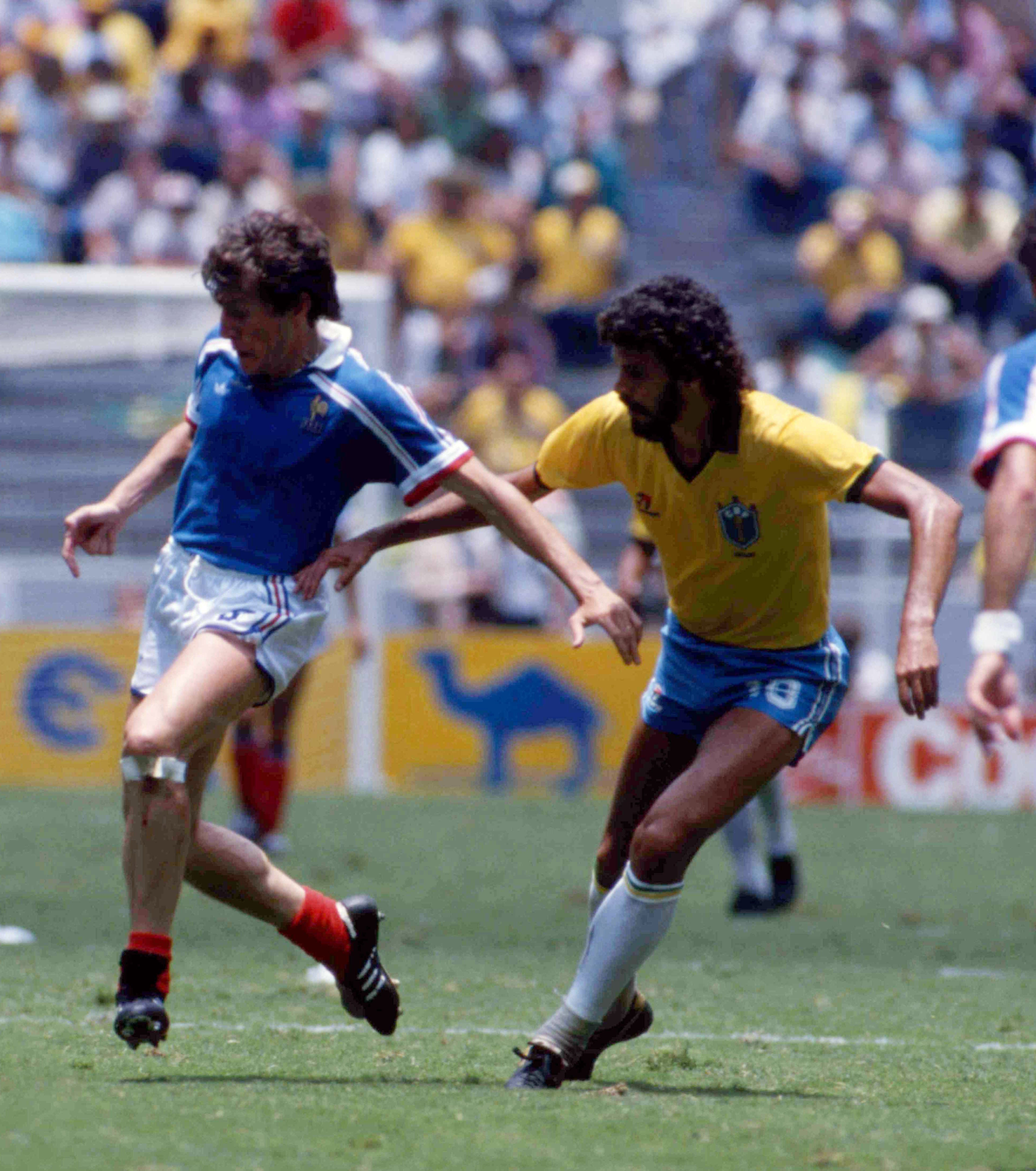 Luis fernandez vs socrates coupe du monde 1986 socrates - Ballon coupe du monde 1986 ...
