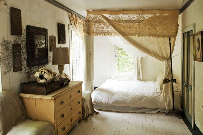 Michael Trapp | Interior Design, Landscape Design & Antiques | Projects  Verhot kiinnitetty kattolistaan.