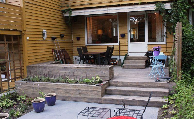 Terrasse, benker, plantekasse, trapper og espalier i kebony og Lava heller, beplanting. Kolsås
