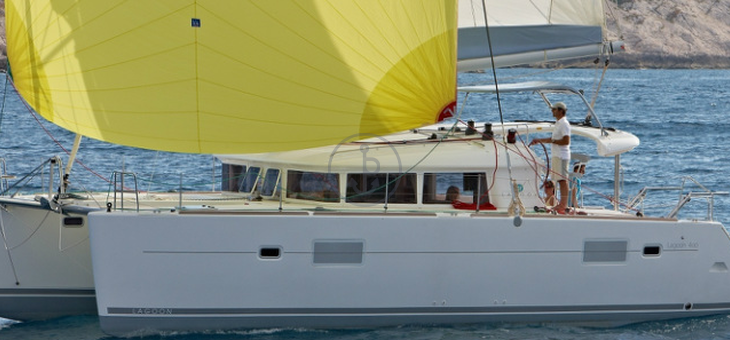 Noleggio barca a Vela Lagoon 440 a Salerno. 4 Cabine, 4