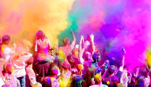 Fiesta Holi En La India Festival De Colores Peregrinacion Colores