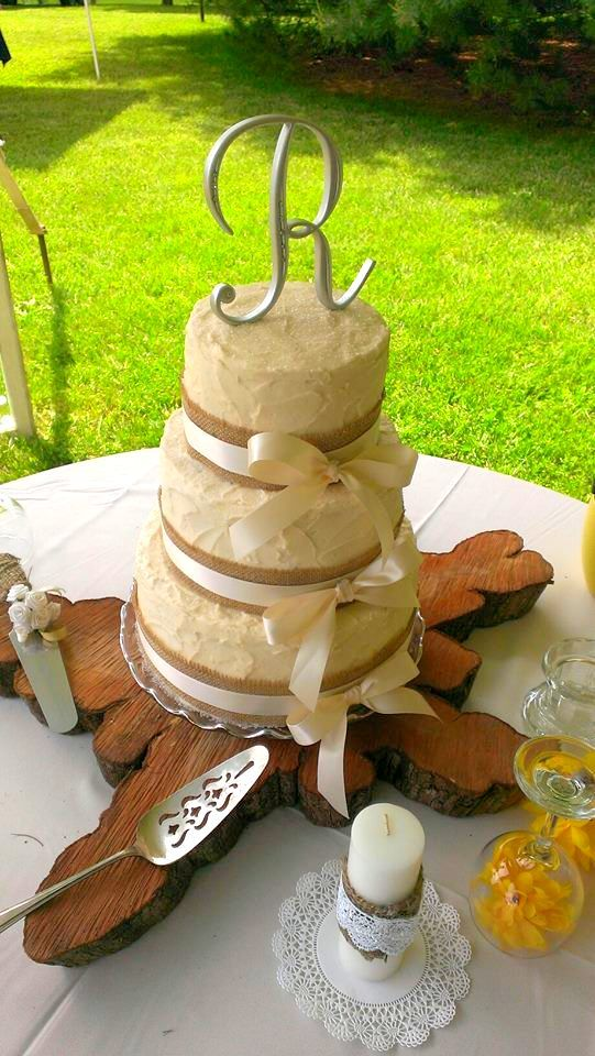 chocolate fudge filling for wedding cake rustic style wedding cake with burlap and ivory ribbon 12706