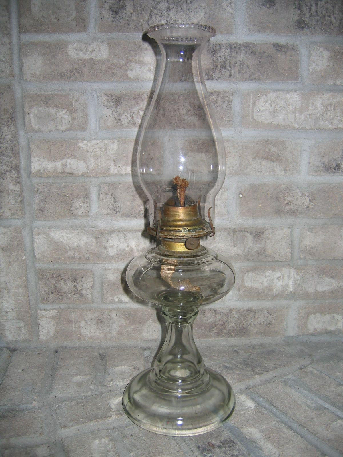 antique lamps antique vintage kerosene glass oil lamp lighting item 906 for sale. Black Bedroom Furniture Sets. Home Design Ideas