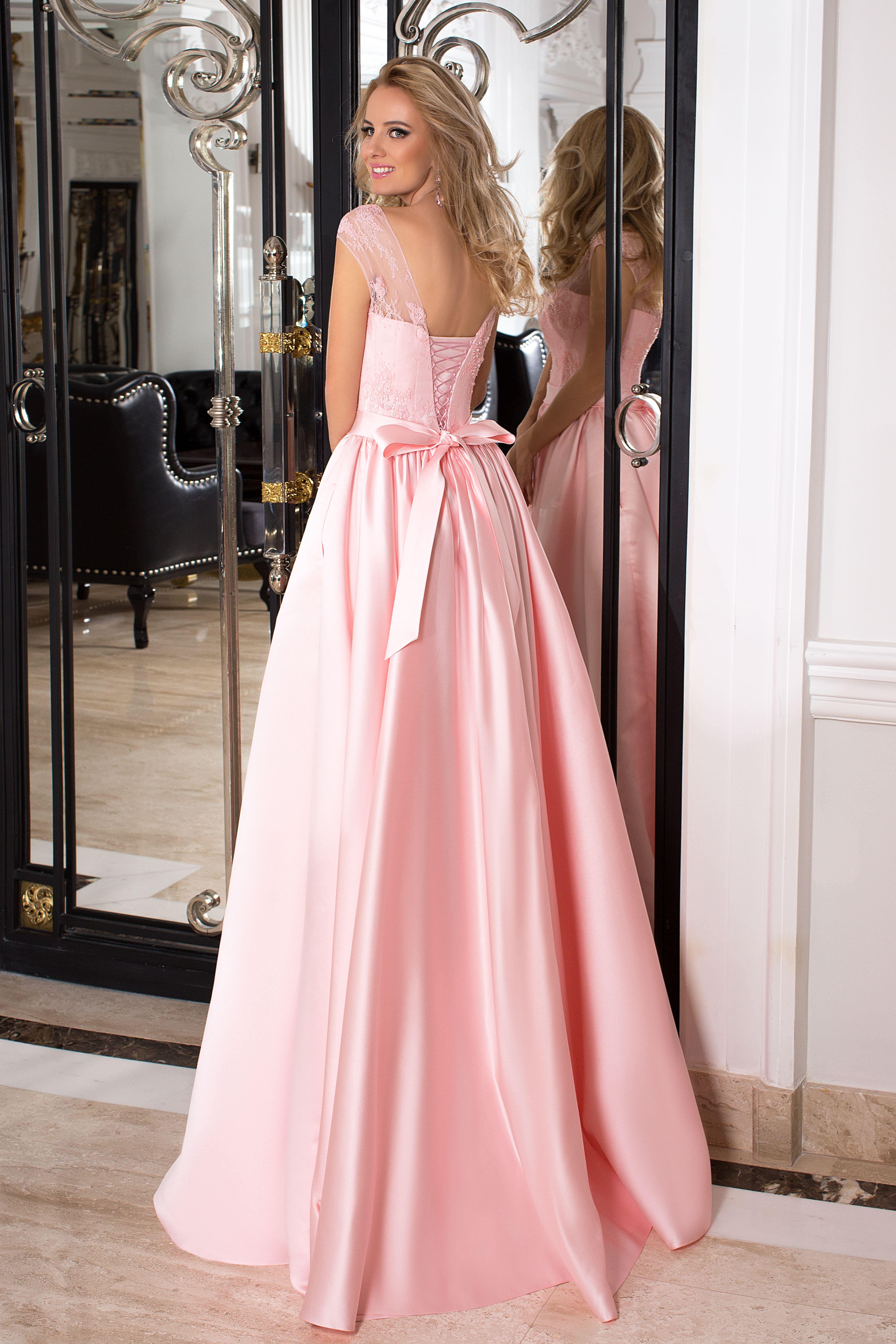 Découvrez notre modèle Mircella, une robe de cocktail rose poudré en satin  duchesse et dentelle sur bustier, de la collection Fashion Evening.