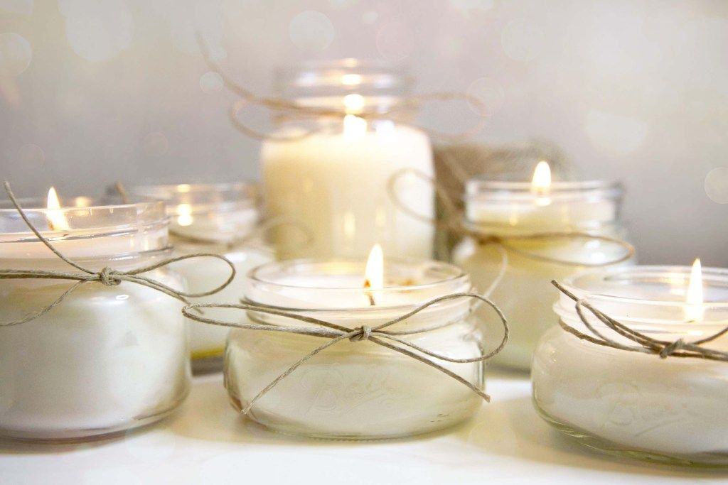 Diy organic beeswax and coconut oil candles with essential