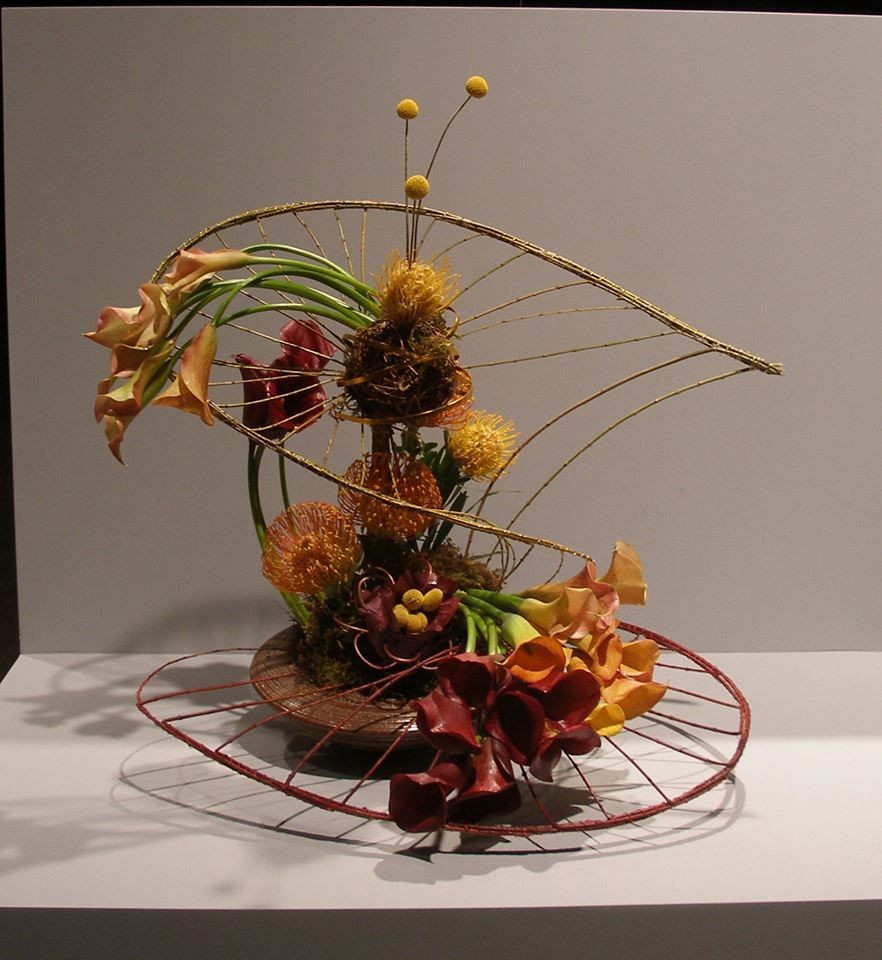This intriguing piece was made by Maureen Christmas from Floral Notes, in Acton Massachusetts, USA. Via - International Florist Organization