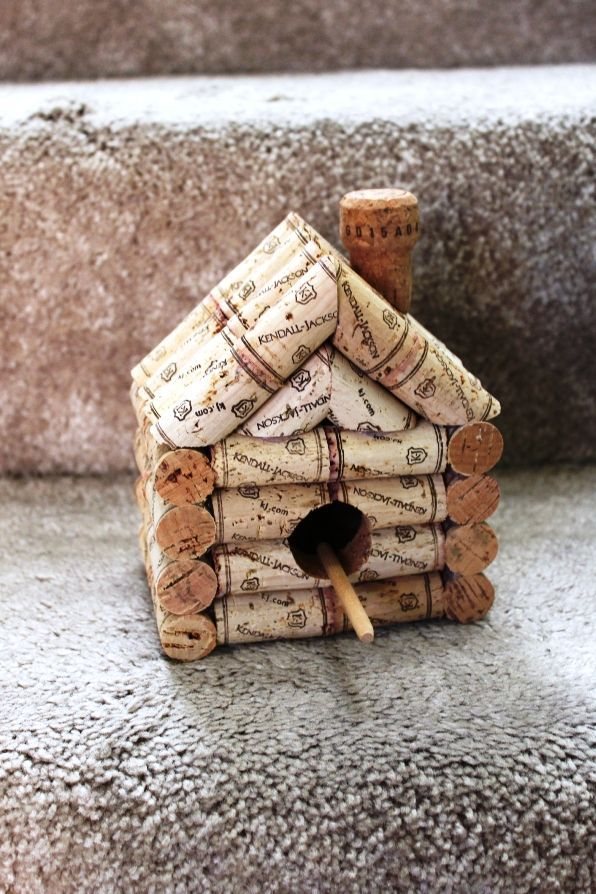 cabane oiseaux en bouchons en li ge pinteres. Black Bedroom Furniture Sets. Home Design Ideas