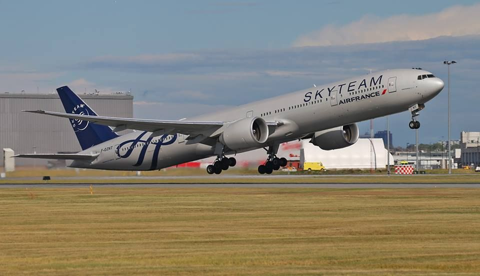 Air France Boeing 777-328/ER F-GZNT departing Montréal-Trudeau, August 2016. SkyTeam livery. (Photo: Contrails Aviation Photography)