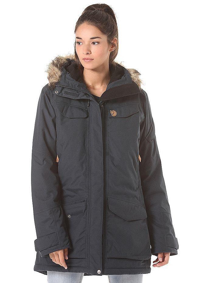 68e6164c183b Eine für den Winter perfekt ausgestattete Jacke hat FJÄLLRÄVEN mit der Nuuk  Parka Jacket zweifelsohne am Start. Viele Taschen lassen Dich alle Dein…