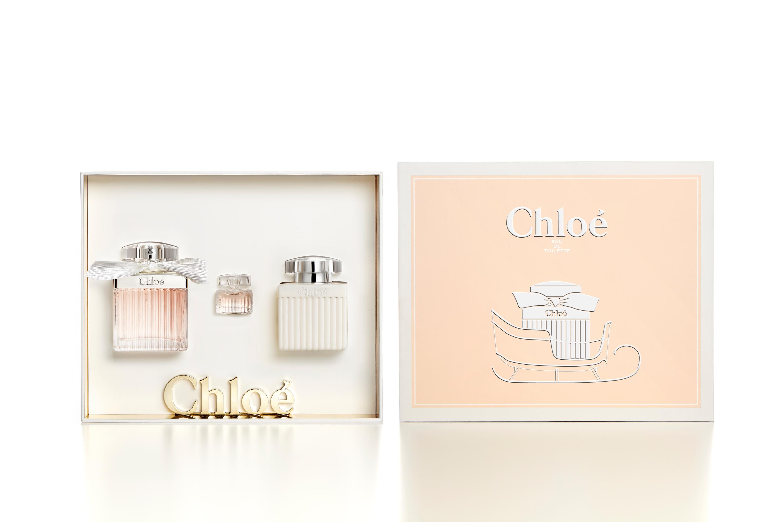 收到會尖叫、裸膚色綁帶的CHLOE香氛禮盒,絕對會是聖誕樹下最耀眼的焦點。|香氛美體-VOGUE時尚網
