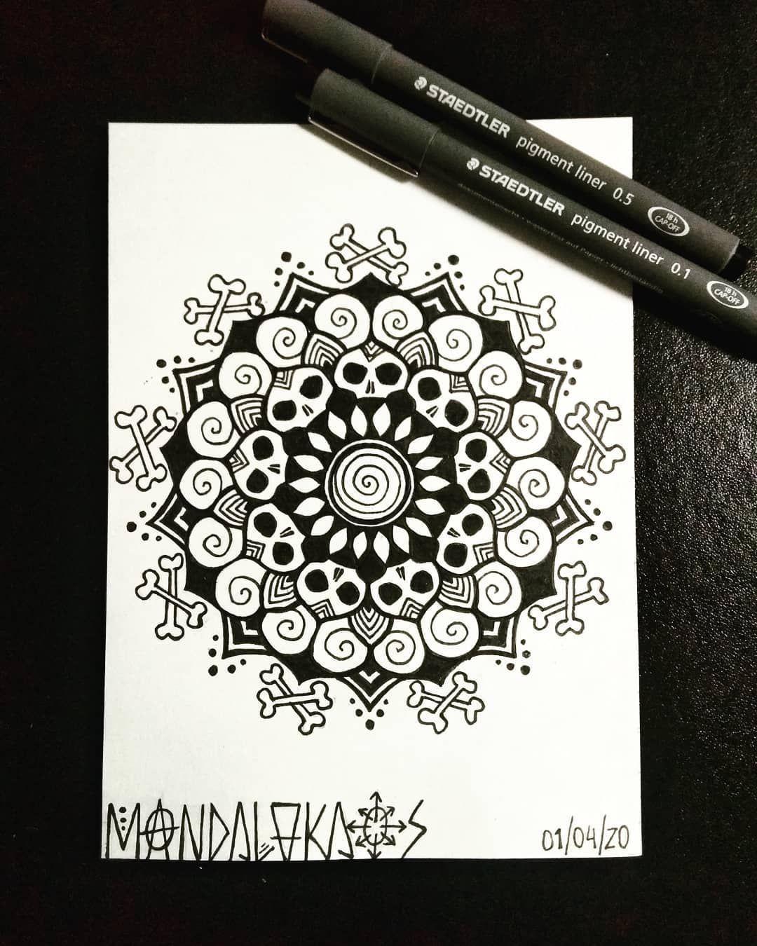 Mini mandala 💀 Thankxxx for the trust @cosmocop96 . . . #mandalas #mandalakaos #pirates #skulls #skulllover #blackwork #blackandwhite #mandala_art #mandala_addict #mandala_sharing #mandala_universe #mandalartist #mandaladesign #finelinermarkers