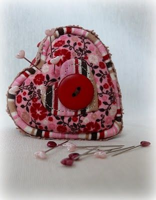 Great step-by-step on how to create this cute pincushion :)