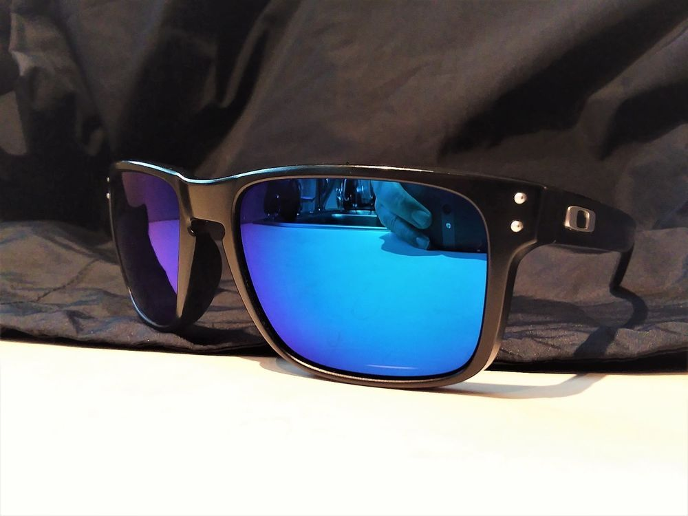 Oakley Holbrook Polarized Black With Sapphire Iridium Lenses Excellent Condition Oakley Oakley Holbrook Sunglasses Accessories