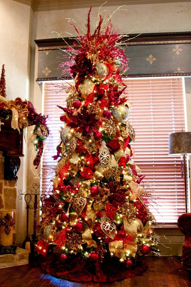 Elegant decorated christmas trees red and gold elegant for Gold christmas tree lights