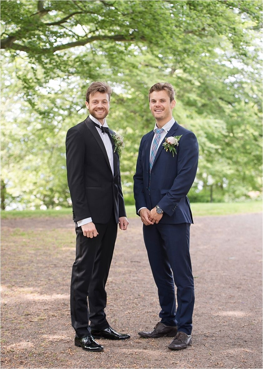 Wedding group portraits #bridalportrait #groom #bestmen #oudoor #wedding #helsingborg #portraits #weddingparty #elegant  #vikingsbergsparken #ögonblick #lifestyle #realwedding #romantic #brideandgroom #swedishwedding #photographer #naturallight #porträtt #kullafoto #annalauridsen #bröllop #bröllopsfotograf #bryllup #bryllupsfotograf Bröllop Helsingborg Skåne [Photo by Anna Lauridsen Kullafoto]