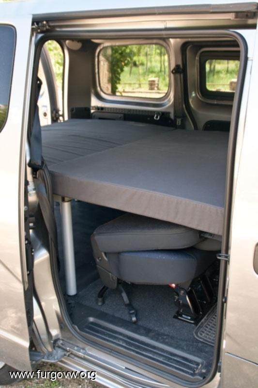 nissan nv200 cama a medida am nagement camping. Black Bedroom Furniture Sets. Home Design Ideas