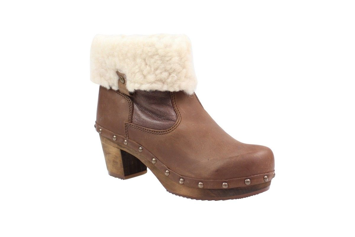 Sanita Taja Sheepskin boot made in oiled leather and sheepskin.