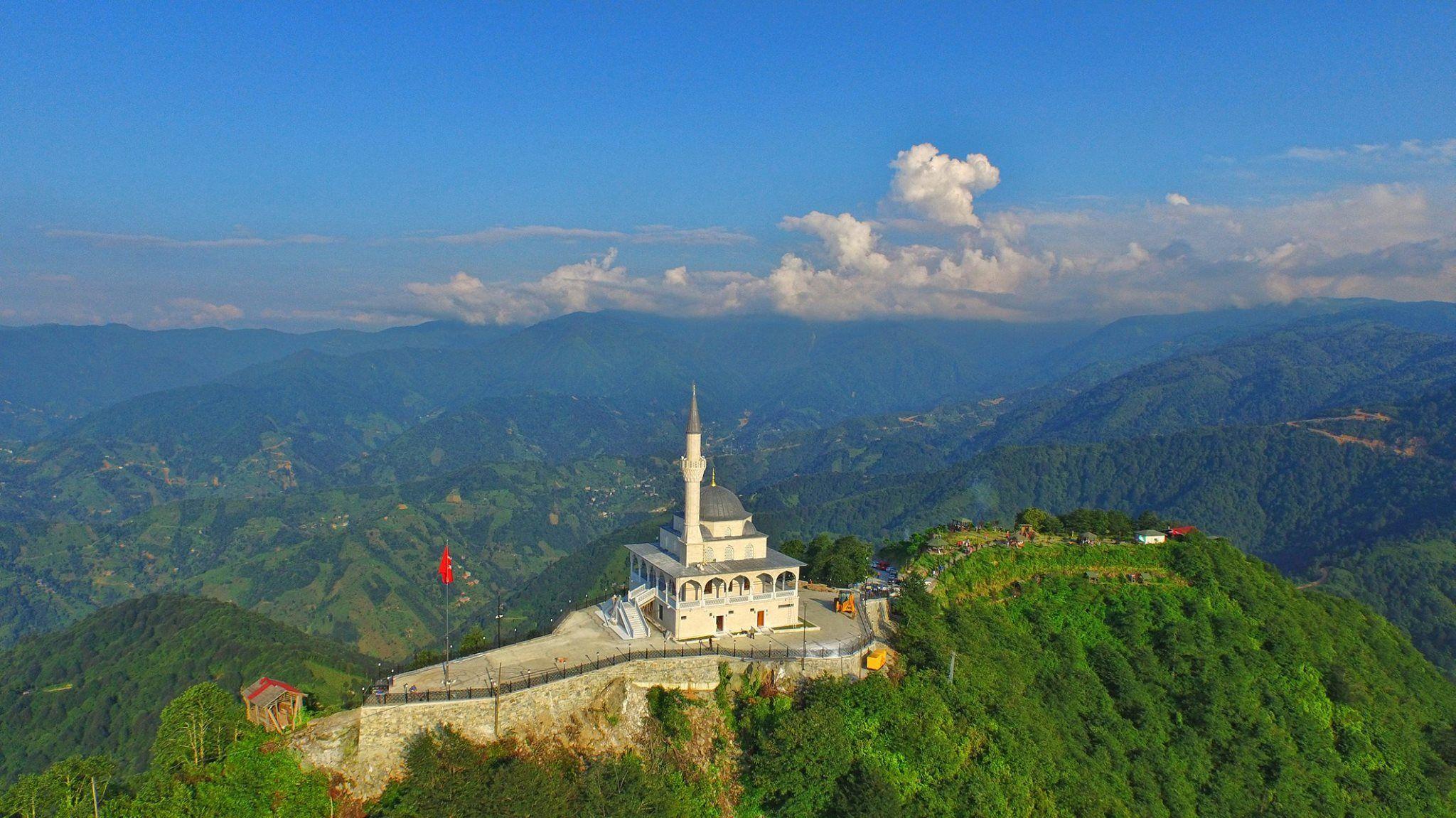 Kıble Mountain, Güneysu, Rize ⛵ Eastern Blacksea Region of Turkey ⚓ Östliche Schwarzmeerregion der Türkei #karadeniz #doğukaradeniz #rize #travel #city #nature #landscape #mosque #islam #ecotourism #tzaniti