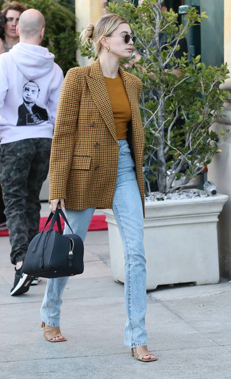 Photo of Thanks to Celebs, This Is How We'll Wear a Blazer With Jeans in Spring 2020