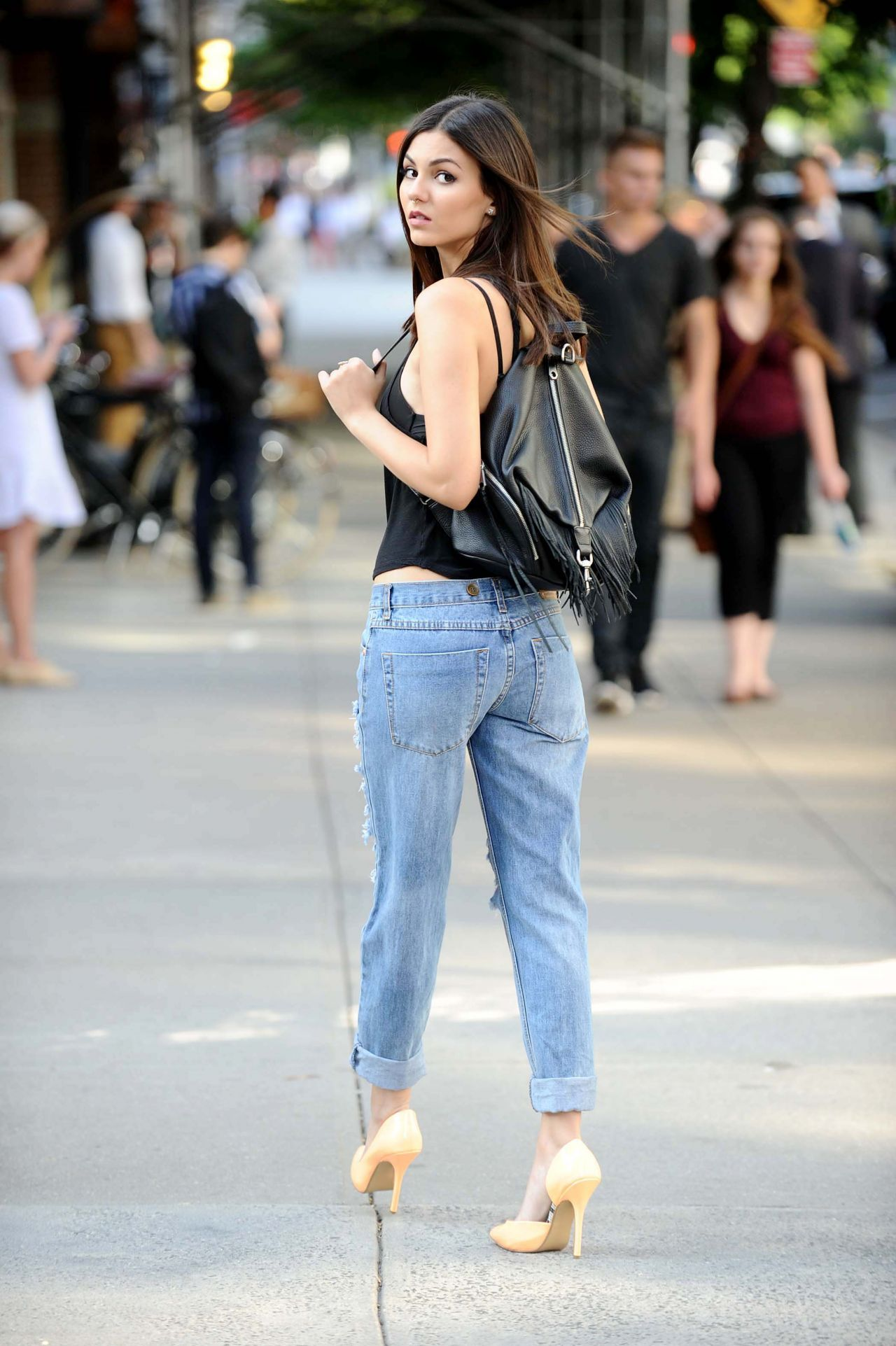 Victoria Justice in Ripped Jeans - New York City e6de68661