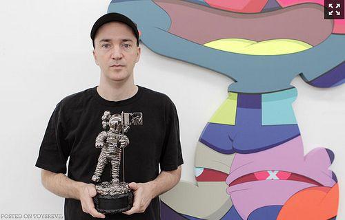 El moonman de los VMA's por primera vez es re-diseñado y Kaws fue el encargado de la nueva imagen
