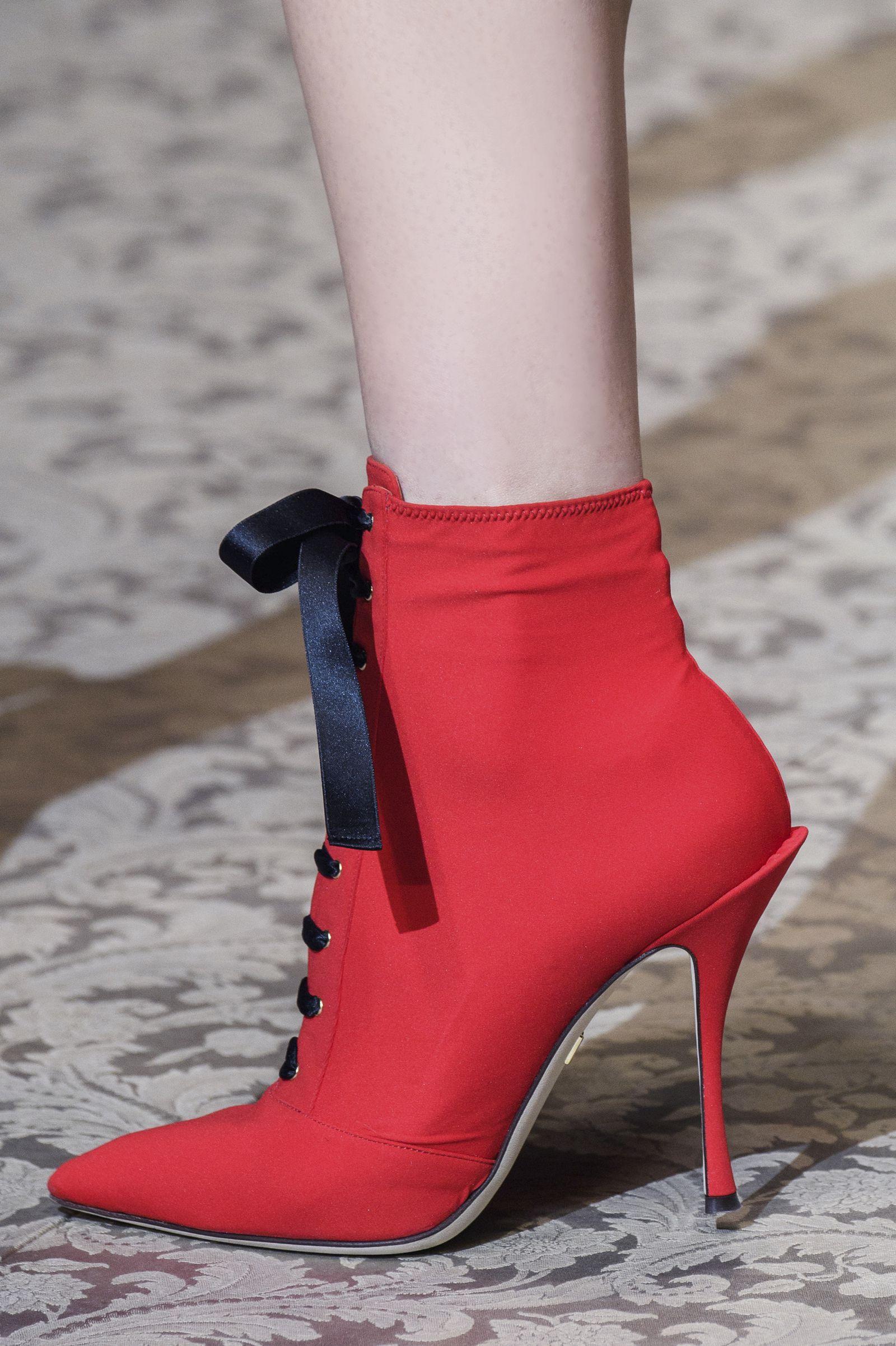 Watch I sandali con tacco dellestate 2019 sono sexy e minimali: indossali per gambe più lunghe e magre video