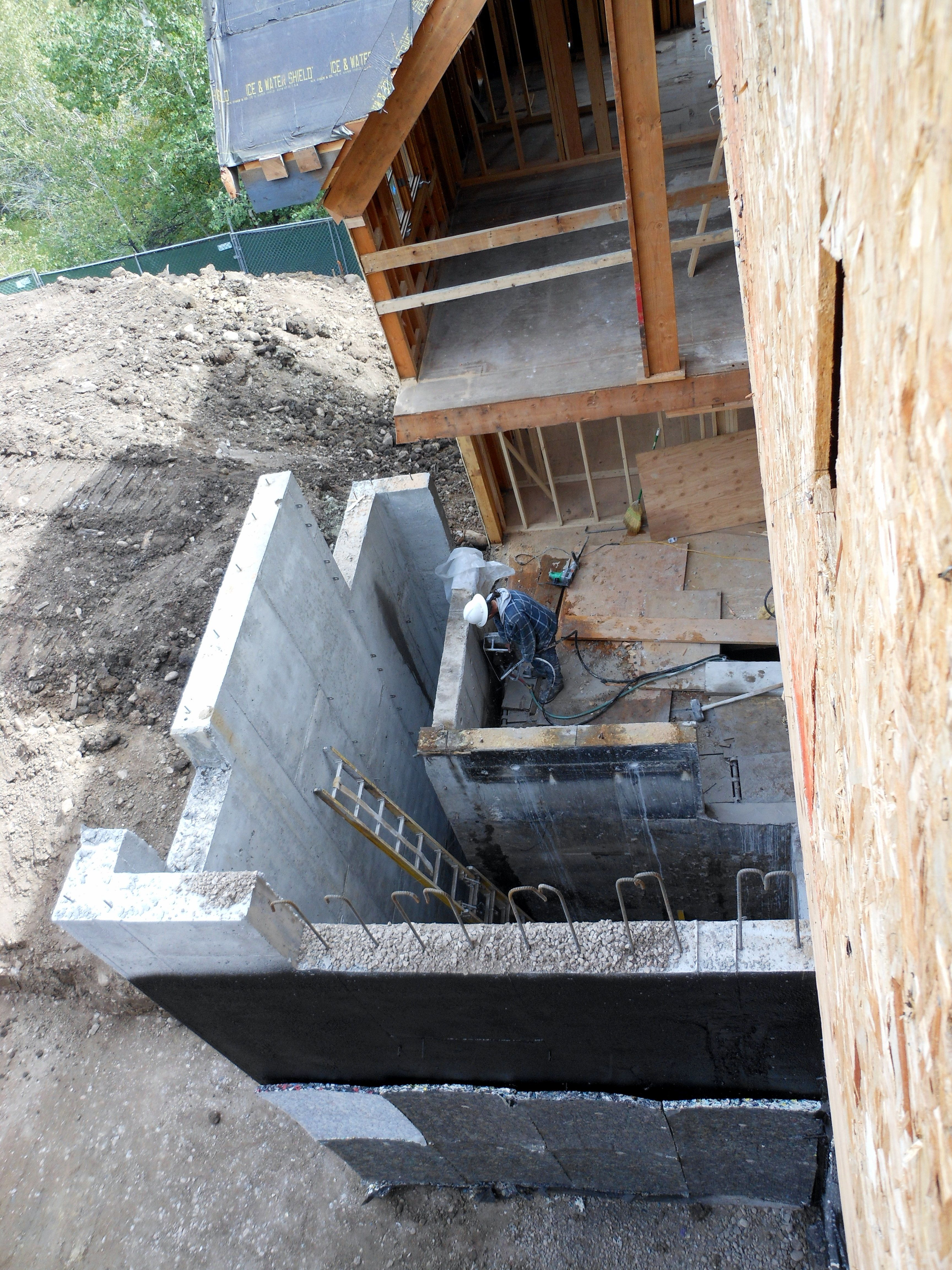 Interior Concrete Walls Are The Old Stairwell That Is Being Removed Concrete Wall Concrete Saw Old Things