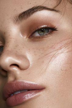 Micropigmentación de cejas para lucir natural y pe