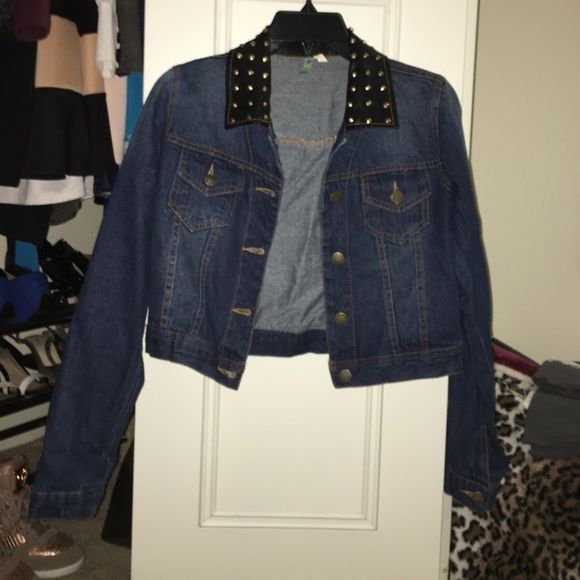 f87e8fc77bfe WINDSOR STYLISH JEAN JACKET WITH GOLD RHINESTONES! Worn once. Blue jean  cropped jacket from