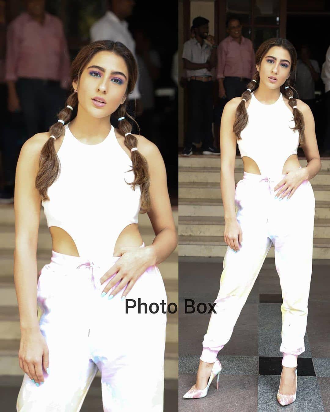 أول حساب تونسي لعشاق بوليوود On Instagram سارا علي خان كارتيك أريان خلال ترويجات فيلم Love Aaj Kal 2 Aajkal Lovea Fashion White Jeans Two Piece