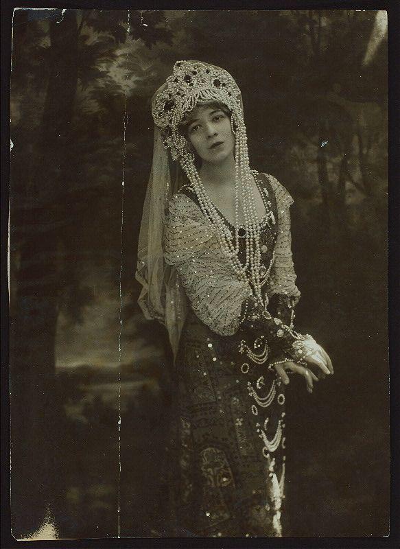 Thamara de Svirsky, by Campbell Studio (c.1910)