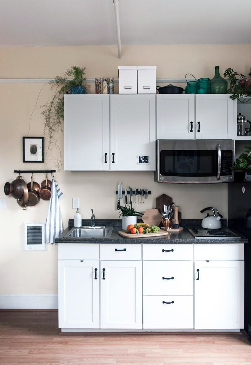 Smal Kitchen Ideas To Transform Your Portable Room Into A Smart Super Organised Space Small Apartment Kitchen Small Kitchenette Tiny House Kitchen