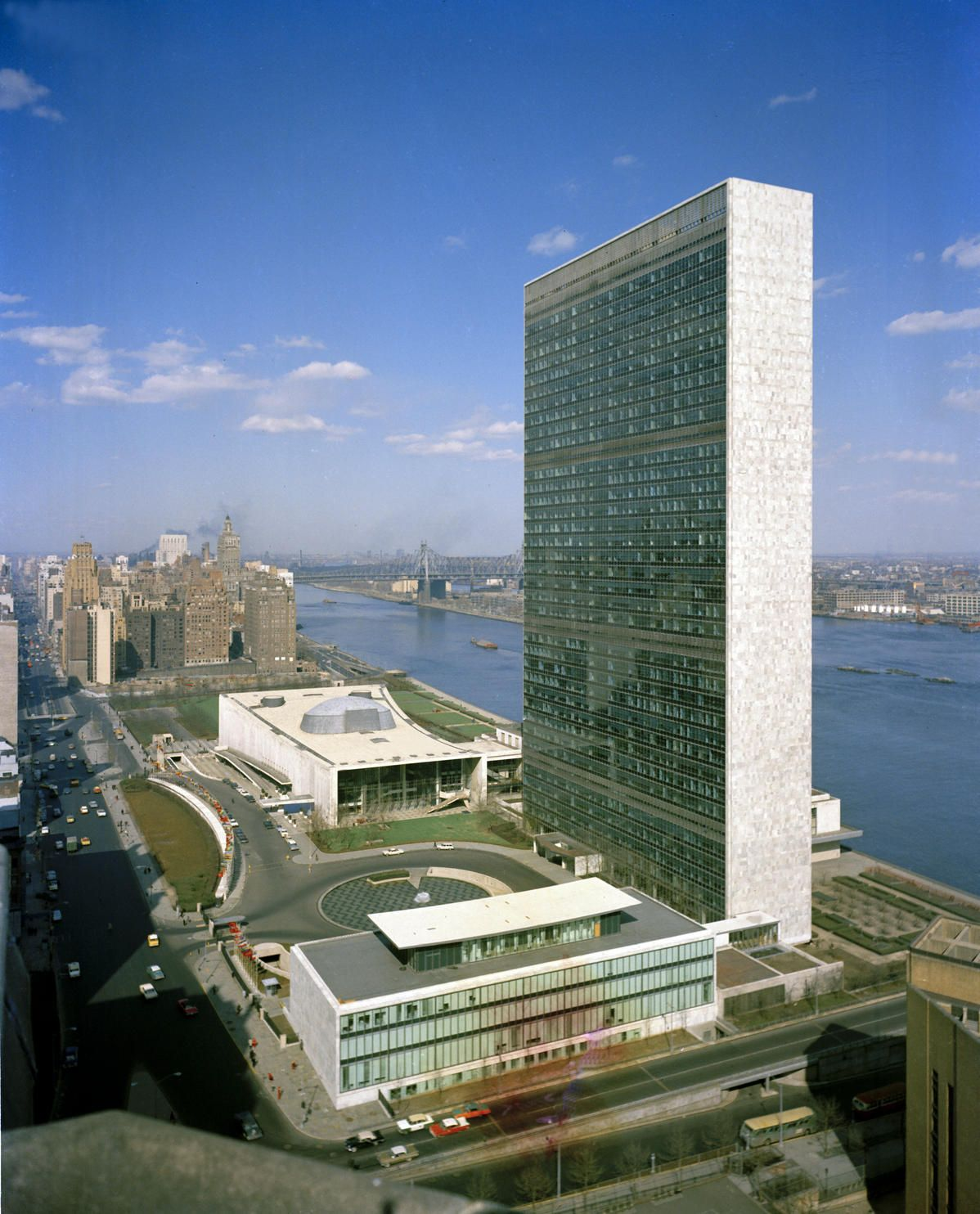 niemeyer designed 39 story un building nyc completed 1952 architecture pinterest. Black Bedroom Furniture Sets. Home Design Ideas