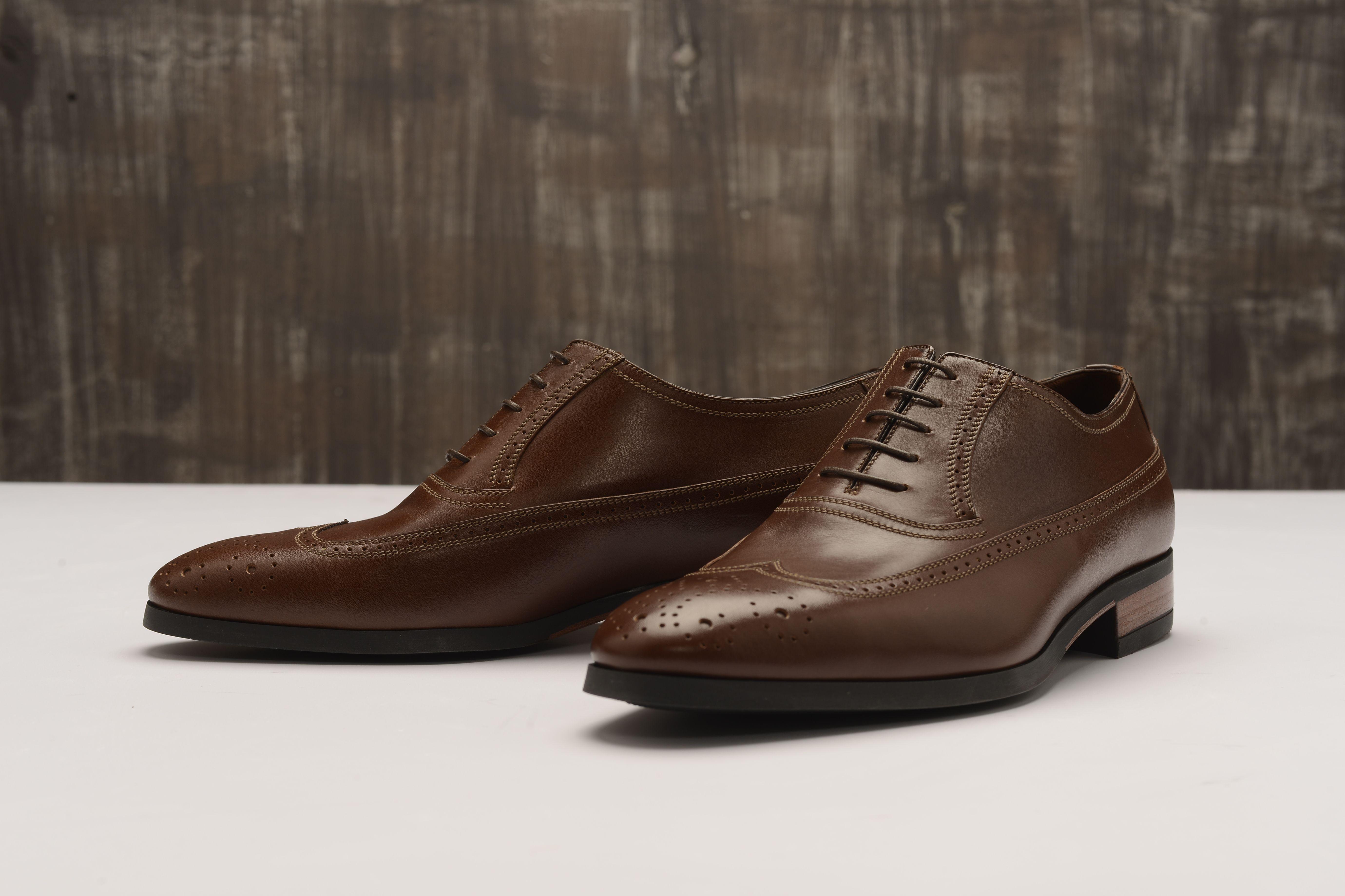 bae4c05dd3c7 Мужские туфли a.testoni. Оксфорды броги wing-tip с закрытой шнуровкой