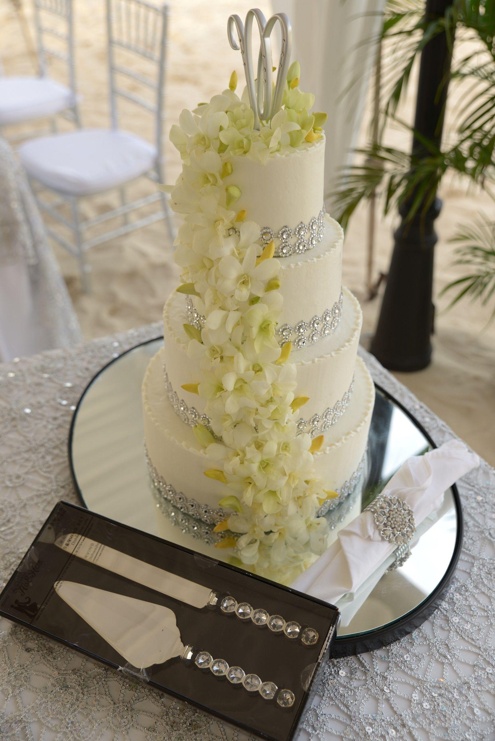 A Beautiful And Elegant Cake To Accent The Decor Perfectly Secretswildorchid Secretsstjames My Wedding In 2019 Wedding Destination Wedding Decor Nontra