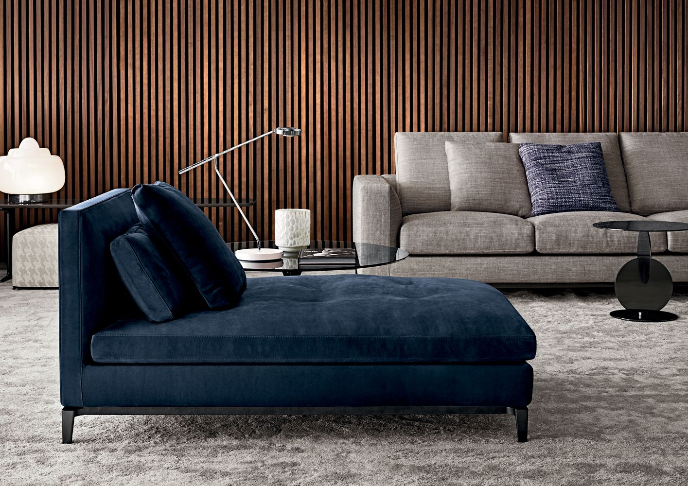 Andersen chaise longue designed by rodolfo dordoni for Andersen leather chaise sectional