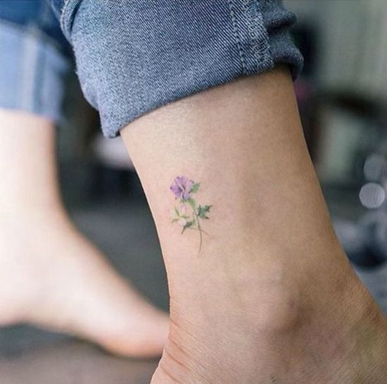 Image Result For Tiny Hibiscus Tattoo Blume Knochel Tattoos Kleine Tattoos Zierliche Tattoos