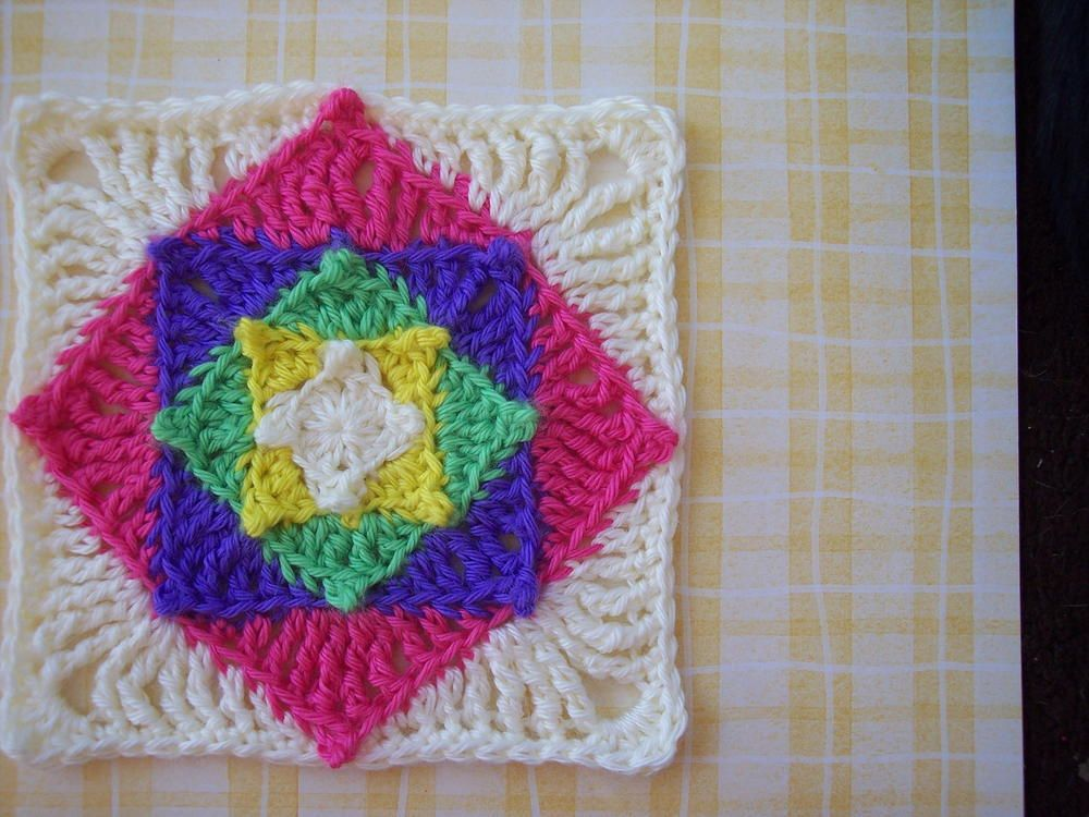 Optical Illusion Granny Square Crochet Pattern | Proyectos de ...