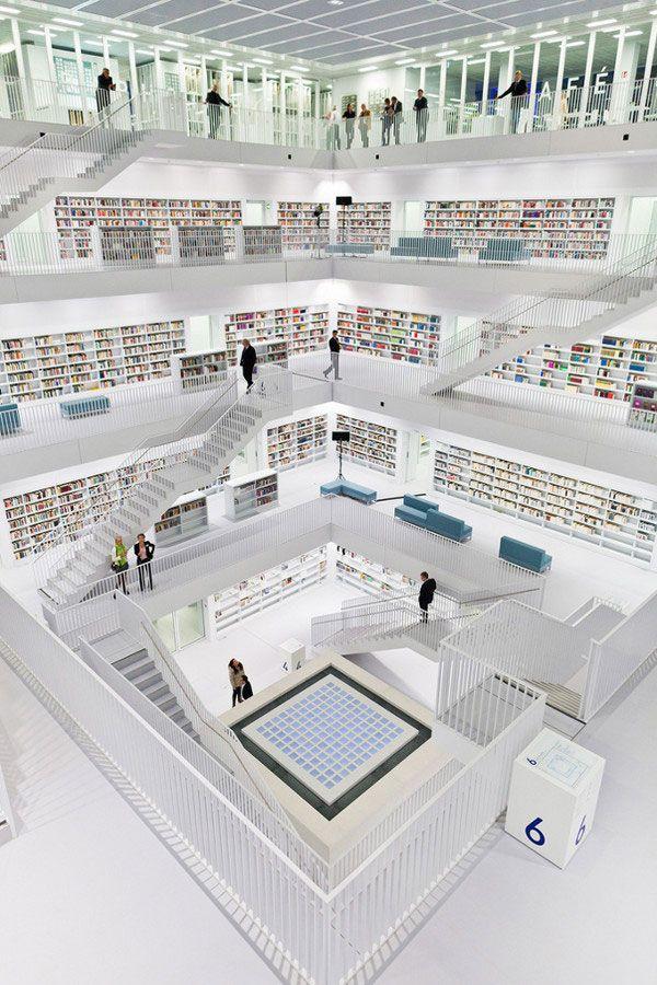 Bibliothek Stuttgart:  Stuttgart, Germany. Estetisk vakkert, tradisjonelt, statisk, ikke særlig brukervennlig i moderne biblioteksånd.