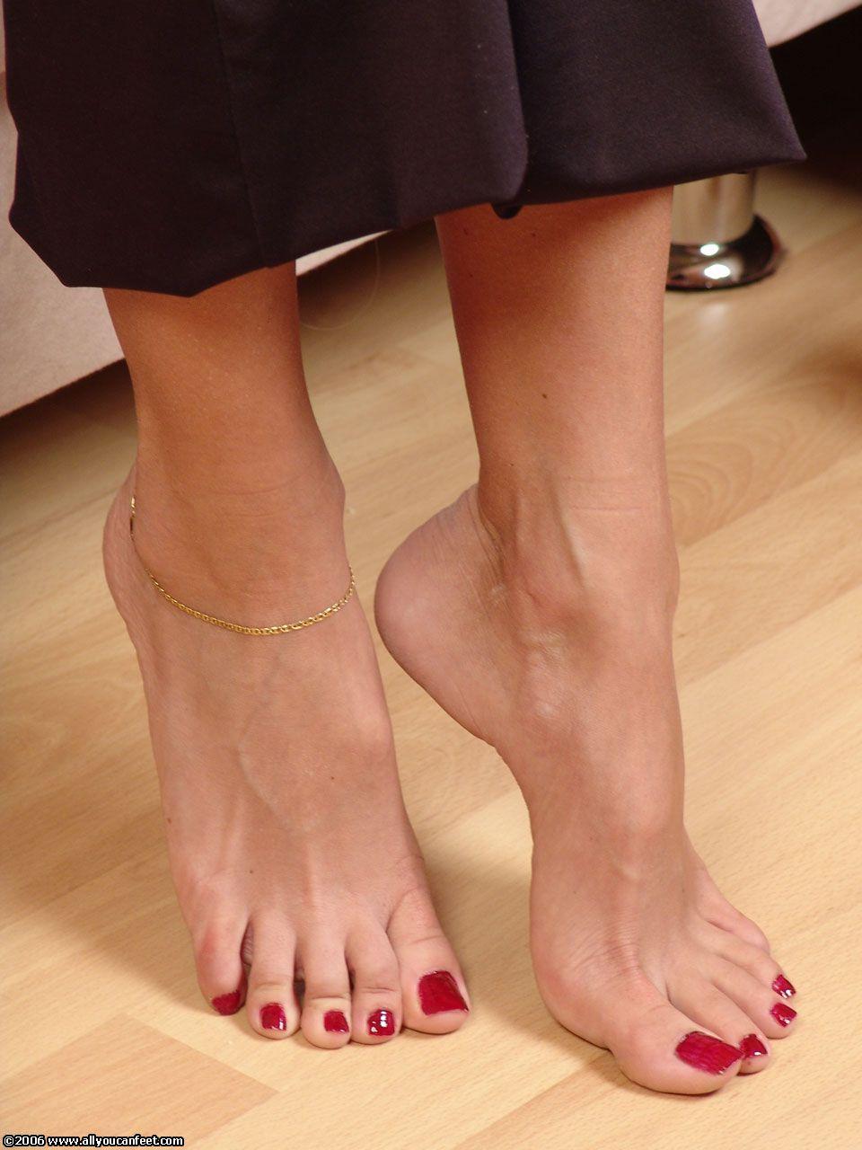многие предполагают, женские ступни большого размера фото обсудили
