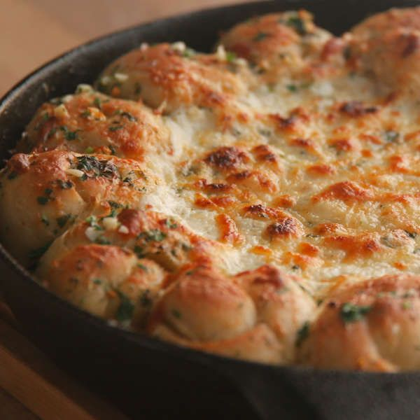 Cheesy Garlic Bread Meatball Ring