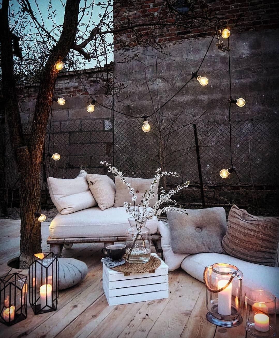 Ambiance poétique pour ce petit patio | Patio | Pinterest ...