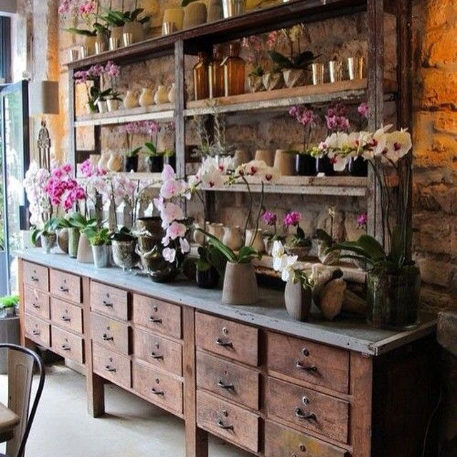 Divine flower shop in paris