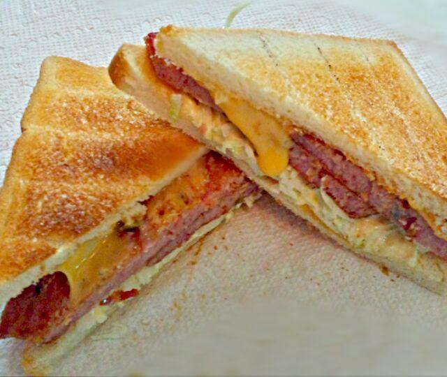 レシピとお料理がひらめくSnapDish - 13件のもぐもぐ - Lunch - Jalapeño spam and cheese with cabbage by Life in Brooklyn