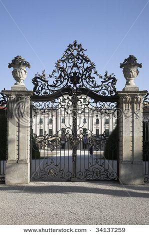 Old Castle Gate Exterior Amp Interior Design Iron Gates